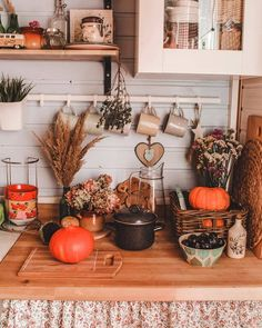 Autumn Thrills and Halloween Chills! Decoration Christmas, Cozy Christmas, Home Design, Home Decoracion, Christmas Aesthetic Wallpaper, Decoration Bedroom, Autumn Cozy, Autumn Fall, Autumn Aesthetic