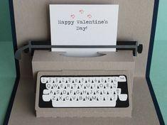 Typewriter Pop-Up Card por PeadenScottDesigns en Etsy 3d Paper Crafts, Diy And Crafts, Crafts For Kids, Diy Birthday, Birthday Cards, Tarjetas Diy, Paper Pop, Diy Gifts For Friends, Pop Up Cards