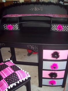 Now I TOTALLY want to replace my classroom (school issue) desk with my VERY OWN upcycled desk!