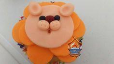 Cupcakes: massa e recheio feitos por mim. Decoração feitas pela minhas filhas: Fernanda Azevêdo e Bruna Azevêdo.                        ...