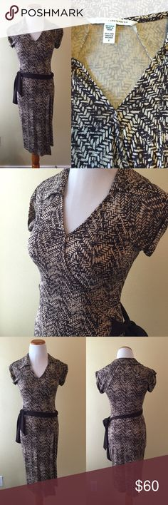 """Diane Von Furstenberg Silk Wrap Dress Brown xs 2 Make offer!! 100% silk bust 32"""". Waist up to 28"""" but looser relaxed on a 27-27.5"""" waist. Front does not open to wrap if you have a large bust like a D it may be too snug. Short sleeve. Falls at knee or below if you are petite. Brown and tan pattern. Diane von Furstenberg Dresses Mini"""