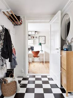 There is something really cozy about this home, something home-y. It looks very effortless and the interior is not taken too seriously. Dream Apartment, Apartment Interior, Room Inspiration, Interior Inspiration, Black And White Hallway, Yellow Front Doors, White Staircase, Boho Deco, Tiled Hallway