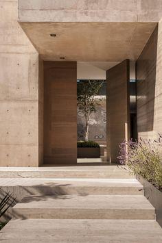 Casa ML : Puertas y ventanas modernas de Gantous Arquitectos