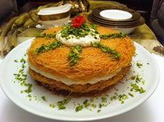 الكنافة العثملية بالمكسرات من الحلويات المشهورة جدا في بلاد الشام وهي تعتبر من الحلويات التي تقدم في كل المناسبات وتشتهر خصوصا في شهر رمضان