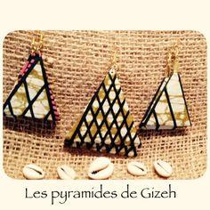 Boucles d'oreilles en forme géométrique inspirée des pyramides de Gizeh, fait à la main ave tissu africain Wax.  Chaque pièce est unique.