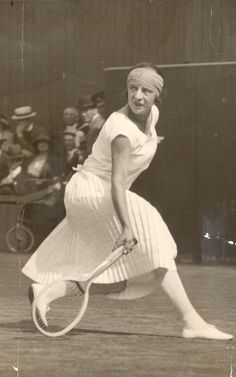Vintage: Did Kate take style tips from tennis stars of yesteryear including French player Suzanne Lenglen, in action at Wimbledon in 1924 Madame Gres, Wimbledon, Denver Broncos, Mode Tennis, Tennis Cake, Tennis Party, How To Play Tennis, Tennis Photos, Tennis Online
