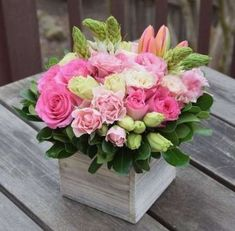 Wedding Flower Arrangements Floral gift box handcrafted by Fleurelity. Flower arrangement with pink and green blooms. Easter Flowers, Spring Flowers, Flowers Garden, Ikebana, Amazing Flowers, Beautiful Flowers, Simply Beautiful, Valentine's Day Flower Arrangements, Deco Floral