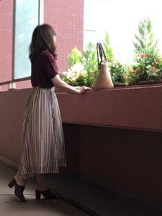 今日のコーデです🍀 秋色が着たくなったのでボルドーのリブTに ストライプのスカートを合わせました�