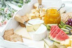 Illanistujaisiin sopii juustotarjotin ja mango-inkivääripalahillo. Loistava herkutteluherkku myös pääsiäisenä tai vappuna. Cheddar, Mango, Dairy, Cheese, Cooking, Food, Manga, Kitchen, Cheddar Cheese