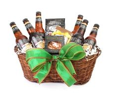 Beer Lovers Basket Maybe instead of a beer basket we could do a bunch of mini liquor bottles with a few different shot glasses. I really like that idea. Beer Gifts, Food Gifts, Craft Gifts, Diy Gifts, Beer Basket, Fundraiser Baskets, Bountiful Baskets, Diy Gift Baskets, Inspirational Gifts