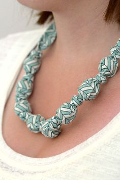 DIY: fabric necklace
