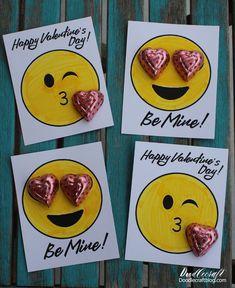 Emoji Valentine's with Free Printable! Emoji Valentine's with Free Printable! Valentine Gifts For Kids, Valentines Gifts For Boyfriend, Homemade Valentines, My Funny Valentine, Valentine Day Crafts, Happy Valentines Day, Gift Boyfriend, Valentine Box, Valentine Wreath
