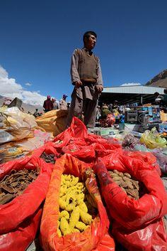 Ishkashim market . Tajikistan