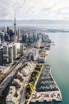 City Aesthetic, Travel Aesthetic, Canada Vancouver, Canada Toronto City, Toronto Street, Immigration Au Canada, Places To Travel, Places To Go, Toronto Skyline