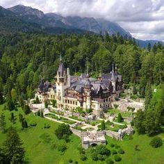 Peles Castle. Sinaia. Romania ❤ Beautiful Places To Travel, Great Places, Places To Visit, Architecture Old, Beautiful Architecture, Beautiful Castles, Beautiful World, Fairytale House, Peles Castle