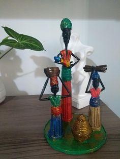 Diy African Dolls, New Crafts, Diy And Crafts, Paper Dolls, Art Dolls, Newspaper Crafts, Wire Art, Clay Pots, Rattan