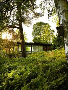 Een vakantiewoning in Zweden, maar eigenlijk zou ik hier makkelijkheel het jaar door kunnen wonen. Gelegen in de groenebosrijke natuur, vlak langs een rivier.