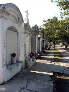 love those new orleans cemeteries so much history