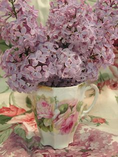 lilacs in pretty rose teacup - lilacs - which make me happy! Only happy lilac comments welcome! Deco Floral, Arte Floral, Love Flowers, Beautiful Flowers, Romantic Flowers, Lilac Flowers, Fresh Flowers, Pink Roses, Pretty Roses