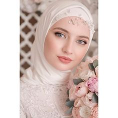 128 gorgeous brides wearing hijabs on their wedding days – page 1 Hijab Dress Party, Disney Wedding Dresses, Muslim Brides, Wedding Dress Chiffon, Pakistani Wedding Dresses, Wedding Dress Sleeves, Bridal Dresses, Bridal Hijab Styles, Muslimah Wedding
