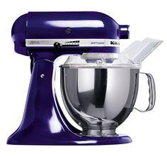"""KitchenAid Artisan Robot de Cozinha – Azul Colbato <3 """"A personalidade de um cozinheiro expressa-se na criação de sensuais experiências culinárias que englobam todos os sentidos, incluído a visão. A KitchenAid considera as suas batedeiras como uma extensão criativa das mãos do cozinheiro, proporcionando um óptimo controlo a nível profissional. Esta Batedeira Artisan™ Chefe Tilt é tudo isso e tem um design icônico."""""""