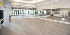 New yoga studio floor plan spaces 45 ideas Dance Studio Design, Studio Floor Plans, Wellness Studio, Fitness Studio, Deco Studio, Dance Rooms, Ballet Studio, Gym Interior, Pilates Studio