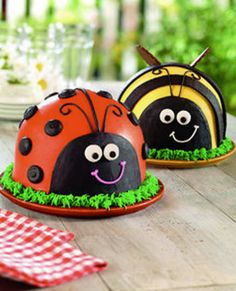 Baskin-Robbins is expanding its line of cute ice cream cakes. The new addition for spring include Ladybug and Bumblebee ice cream cakes. Bumble Bee Cake, Bumble Bee Birthday, Baskin Robbins, Ladybug Party, Bee Party, Lady Bug, Ladybird Cake, Birthday Cake Girls, Summer Birthday