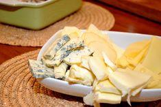 pizza cu blat aromat 04 Camembert Cheese, Pizza, Dairy, Food, Dinner Ideas, Meal, Essen, Hoods, Meals