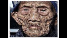 Bir insanın yaşamış olduğu en uzun süre nedir? 256 yıl yaşamış olan Li Ching Yuen ile tanışın! Ve hayır, bu bir efsane ya da hayali bir masal değil. 1930 tarihliNew York Times makalesinde, Chengdu Üniversitesi profesörü Wu Chung-chieh, Li Ching-Yuen'i 1827 yılında 150. Doğumgününde tebrik eden Çin İmparatorluğu hükümeti kayıtlarını keşfetti. Daha sonra bulduğu dökümanlar … New York Times, Herbs, Celebrities, Allah, Home And Garden, Celebs, Herb, God, Foreign Celebrities