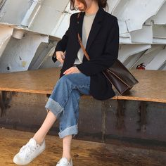 Chic l simple: white sneakers, boyfriend jeans, black tailored jacket