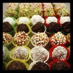 pages # nutella ☆ Nutella chocolates MissXoxo . Candy Recipes, Sweet Recipes, Baking Recipes, Nutella Recipes, Chocolate Recipes, Marzipan, Chocolates, Vegan Junk Food, Oreo Truffles