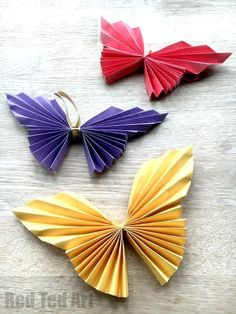 Easy Paper Butterfly Origami - beautiful origami butterflies for kids to make. These look super effective, would look great as a wall decoration, mobile, mirror or picture frame decoration, but also as a hair piece or as part of a greeting card. One lovely butterfly craft for kids. Lots of gorgeous uses!