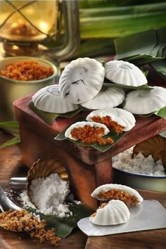 Kueh Tutu (steamed rice flour cake with shredded coconut or palm sugar fillings)