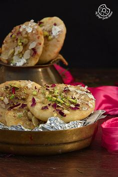 Mawe ki kachori or Jaipuri Mawa kachori is a famous Rajasthani sweet. These are stuffed with sweet mawa filling and then deep-fried and coated in sugar syrup. Holi Recipes, Ramadan Recipes, Sweets Recipes, Cooking Recipes, Cake Recipes, Indian Dessert Recipes, Indian Sweets, Indian Snacks, Indian Recipes