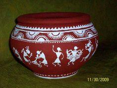 warli style painting on terracota pot Worli Painting, Bottle Painting, Ceramic Painting, Bottle Art, Bottle Crafts, Pottery Painting Designs, Pottery Designs, Paint Designs, Pottery Art