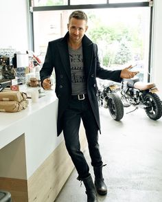 #ryanreynolds looking good what do you think about this outfit? [ http://ift.tt/1f8LY65 ]