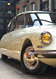 Discover recipes, home ideas, style inspiration and other ideas to try. Citroen Ds, Classic Cars British, Bmw Classic Cars, Retro Cars, Vintage Cars, Citroen Concept, Concept Cars, Audi, Porsche