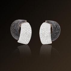 Abbraccio - Vhernier, white gold, white and black diamond earrings. Made in Italy