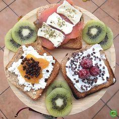 Tostadas dulces y salada para arrancar el día de fiesta como Dios manda. . Cuando los desayunos son tan coloridos se vé el día de otra manera. . Que tengáis un día estupendo . . #desayunoshealthyfranita #healthyfranita #healthyfood #instagood #healthyliving #healthylifestyle #follow #followme #desayuno #breakfast #fitness #instafitness #tostadas #cheese #cheeselover #yomecuido #abs