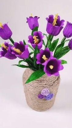 Crepe Paper Crafts, Tissue Paper Flowers, Paper Crafts Origami, Diy Paper, Diy Crafts Hacks, Diy Crafts For Gifts, Handmade Flowers, Diy Flowers, Fleurs Diy