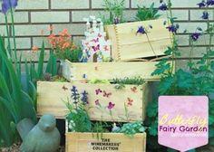 Come creare un giardino fatato per i tuoi bambini #acqua #butterflies #castello #castle #conchiglia #dimenticare #estate #fairies #fairy #farfalle #fata #fate #forget #garden #giardino #kid #mare #ombra #pezzi #pieces #ponies #pony #ragazzo #sea #shade #shell #summer #tinkerbell #water Butterfly Fairy, Terrace Garden, Ladder Decor, Decorative Boxes, Gift Wrapping, Repurpose, Bulbs, Pony, Range
