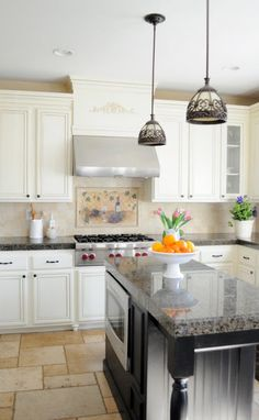 Great DIY kitchen renovation, including painting boring oak cabinets and using granite tile for countertops. Rustic Elegant Home, Elegant Homes, Rustic Elegance, Cuisines Diy, Cuisines Design, Painting Oak Cabinets, Repainting Cabinets, Timeless Kitchen, Kitchen Redo