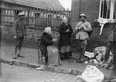 MINISTRY INFORMATION FIRST WORLD WAR OFFICIAL COLLECTION (Q 3200) No caption