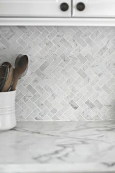 Beautiful and minimalistic herringbone wall tiles in the kithcen.