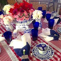 Visual a mesa de Anna Lamas com louça cebolinha que adoro!