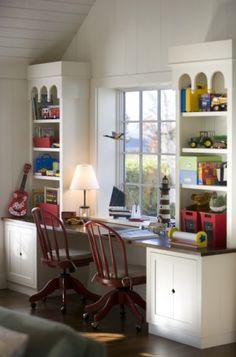 Great window desk for two Study Room Design, Kids Room Design, Home Office Design, House Design, Nursery Design, Study Nook, Kids Study Spaces, Kids Rooms, Window Desk