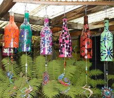 Don't throw away your empty bottles; turn them into wind chimes! bottle crafts wind chimes Make Your Own Wine Bottle Wind Chime Empty Glass Bottles, Small Glass Jars, Recycled Wine Bottles, Glass Bottle Crafts, Lighted Wine Bottles, Crafts With Wine Bottles, Wine Bottle Chimes, Wine Bottle Art, Diy Bottle
