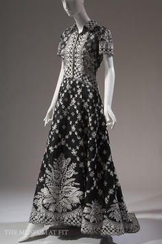 Oscar de la Renta for Balmain, evening dress in silk embroidered organza, spring 2002, France, gift of Mrs. Martin D. Gruss. Collection MFIT