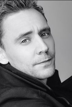 Are you a fan of Tom Hiddleston? well, in that case go in. Here I found … everything # De Todo # amreading # books # wattpad Zachary Levi, Zachary Quinto, Tom Hiddleston Loki, Thomas William Hiddleston, Hiddleston Daily, Rodrigo Santoro, Michael Fassbender, Actor Keanu Reeves, Kit Harrington