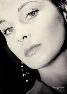 Vivien Leigh. The most beautiful woman of the 30's & 40's.